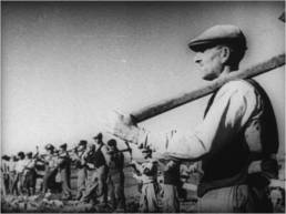 La terra ai contadini, 1953, fotogramma