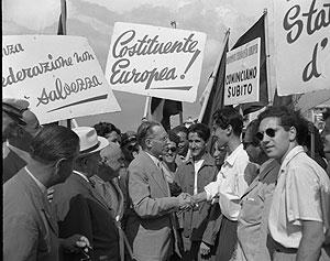 Alcide De Gasperi ad una manifestazione per la Costituente Europea
