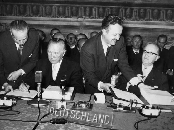 Konrad Adenauer firma il Trattato sul Mercato Comune, 25 marzo 1957