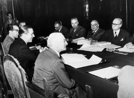Riunione per l'esame conclusivo dei Trattati di Roma, presieduta da Antonio Segni, 1957